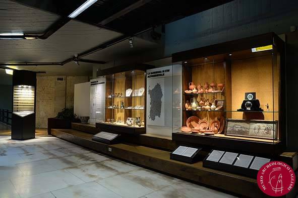 esposizione della coppa in vetro da Ittiri presso il Museo Archeologico Nazionale di Cagliari, allestimento attuale