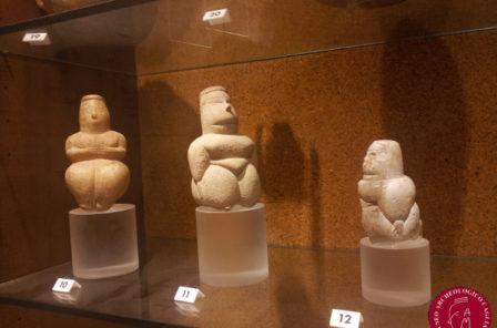 """Statuine di """"Dea Madre"""" esposte al Museo Archeologico Nazionale"""
